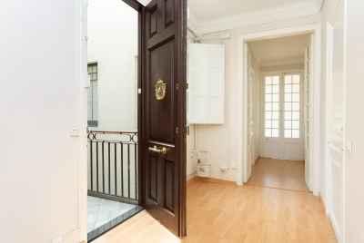 Светлая просторная квартира в Eixample